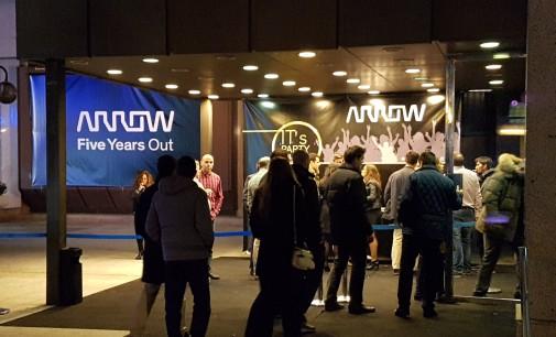 Arrow celebra el valor del primer lustro en España