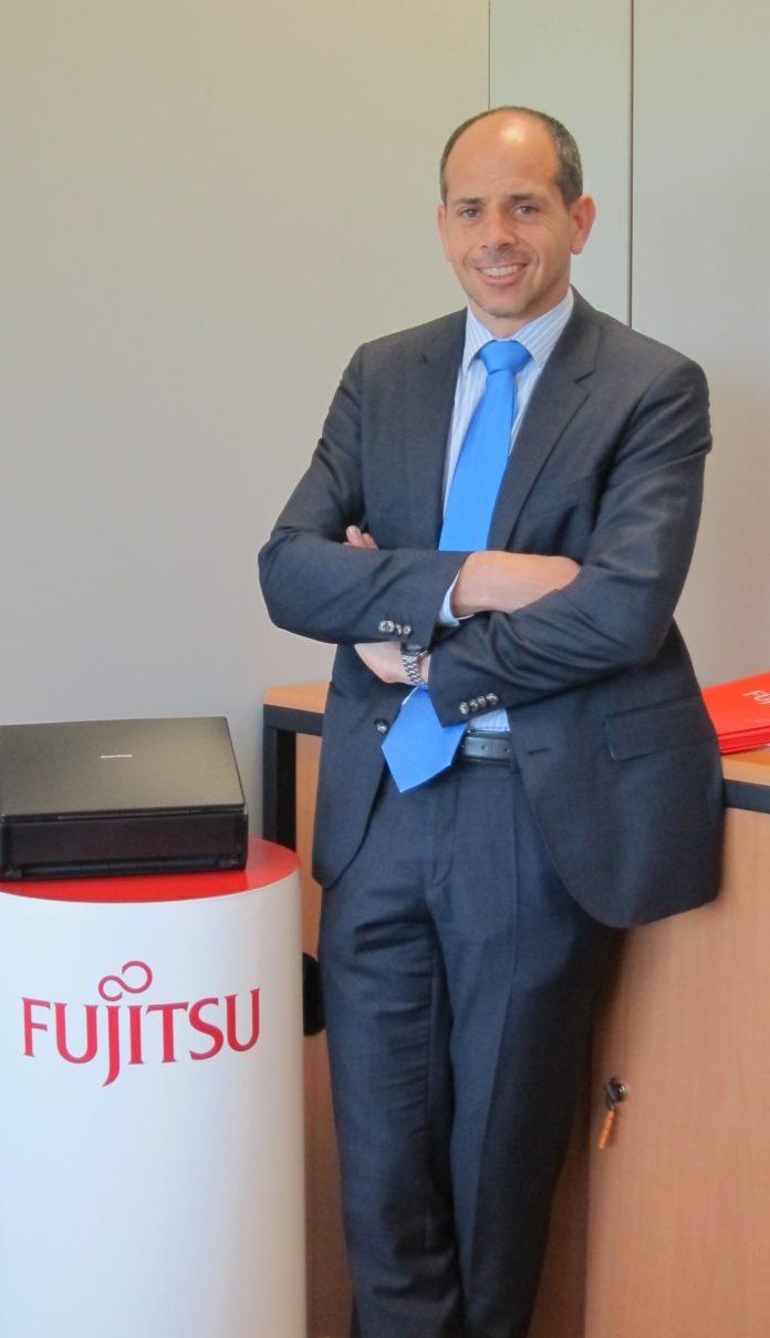 Negocio -Newsbook -Jesús - Cabañas -Fujitsu - PFU - canal - Madrid - España