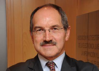 Grupo de Opinión -Newsbook - AMETIC - Pedro Mier