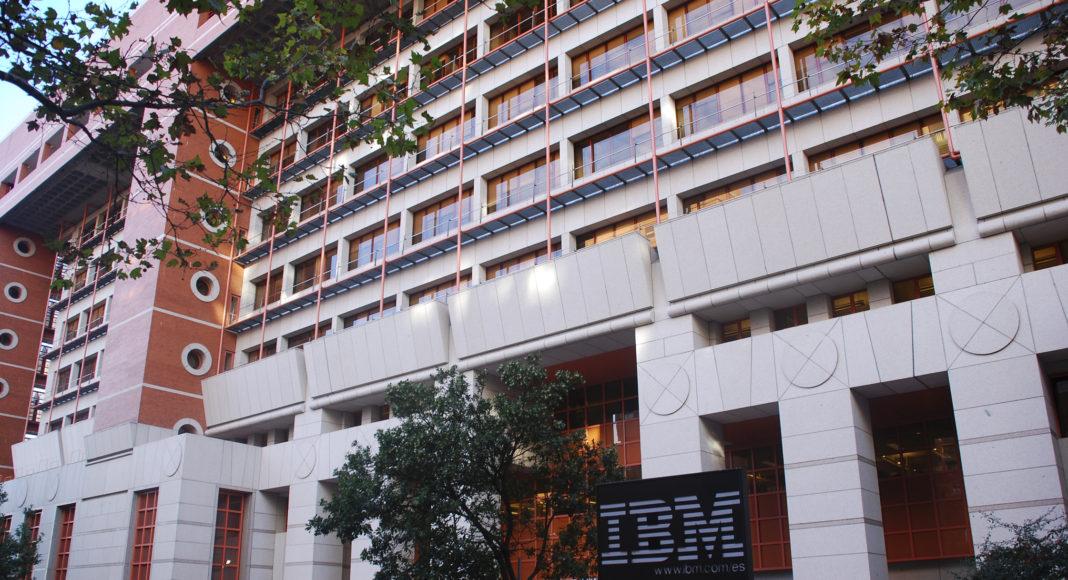 IBM - Newsbook - dos compañias - Tai Editorial - España
